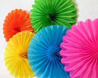 Hanging Tissue Fans Rosettes Hanging Tissue Pinwheels Fiesta Decoration Rainbow Party Decoration Table Backdrop Rainbow Favors Cumpleaños