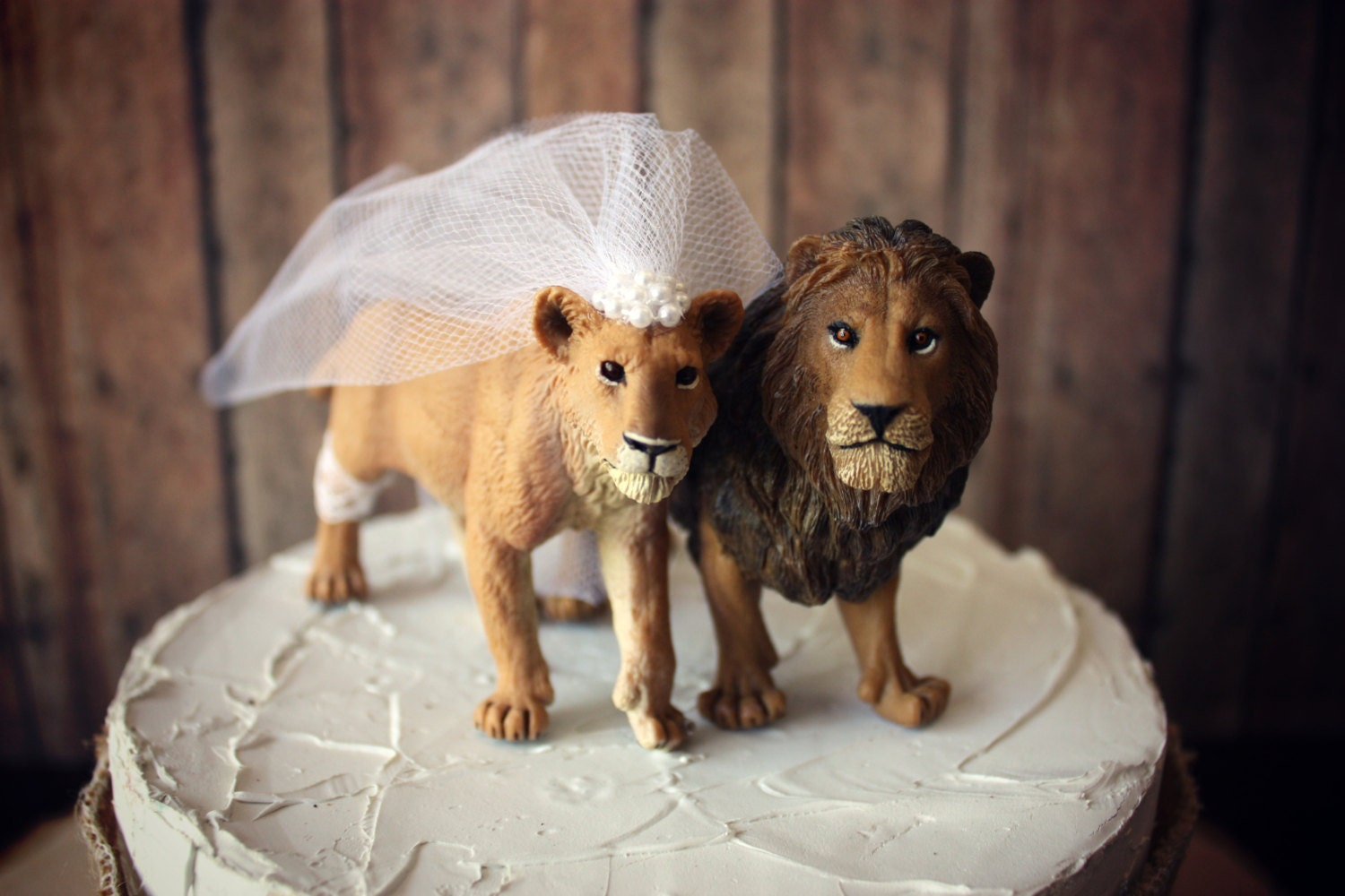 Lion and lioness king queen wedding cake