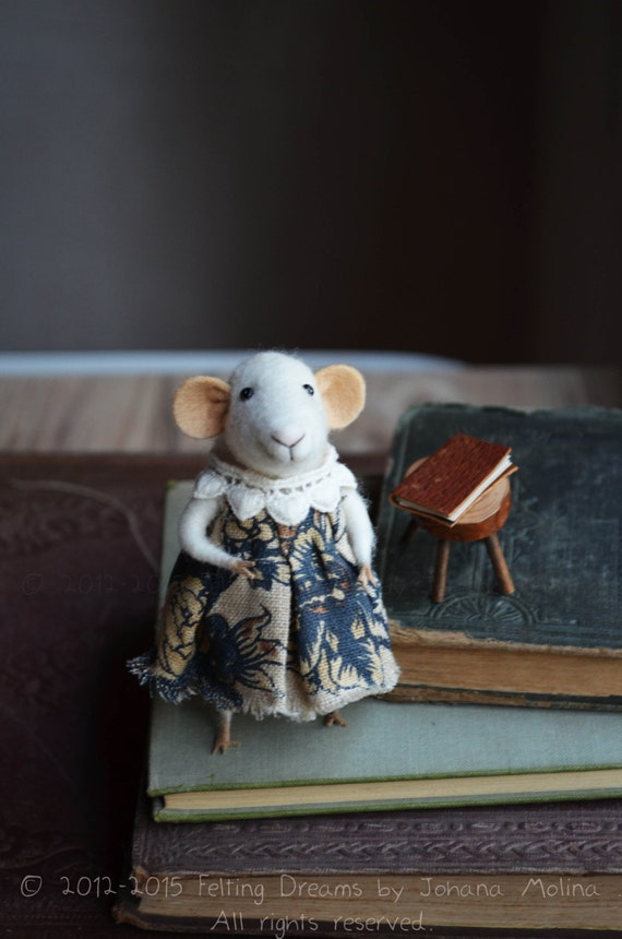 Little Reader Well Dressed Mouse  - Felting Dreams