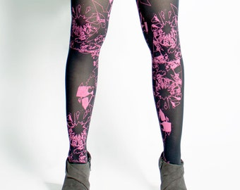 magenta fucsia geometric abstract printed tights. Silk-screen. Screen printing. Patterned tights.