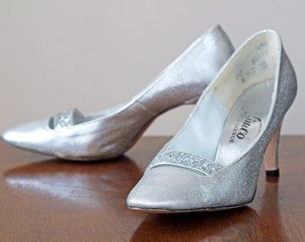 1960s Silver Shoes / 60s Metallic Shoes // The Silvertones Shoes