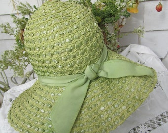 Vintage 30s Pistachio Green Straw Summer Cloche Style with Large Brim Kiwi Green Small size 6 Union Made in USA