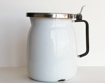 White Enamel Water Pitcher Stainless Steel Flip Lid Enamel Milk Pitcher