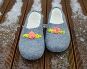 Felted women slippers ,wool shoes ,house shoes, gray . I can felt any size