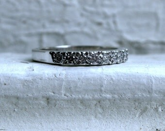 Classic Vintage 14K White Gold Pave Diamond Wedding Band - 0.40ct.