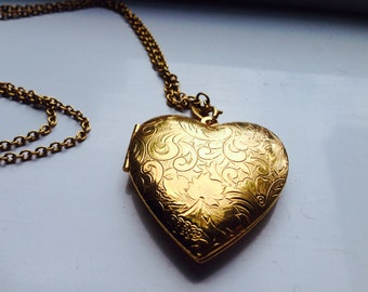 SALE Vintage avon gold heart locket on chain