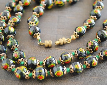 VINTAGE MORENO BEADS knotted necklace