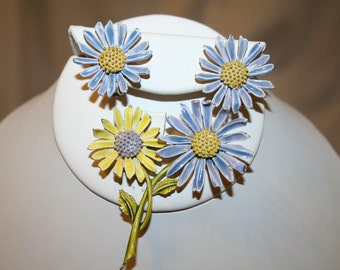 Brooch/Pin and Earrings Demi Parure Springtime Daisies Signed ART