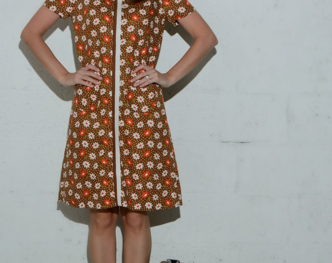 Vintage 70's Floral Shift Day Dress // Striped Daisies