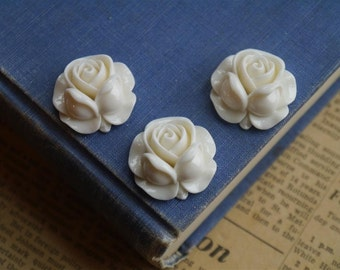 CLEARNACE 4 pcs Creamy White Resin Flower Cabochons 27 x 27mm (WTRC824)