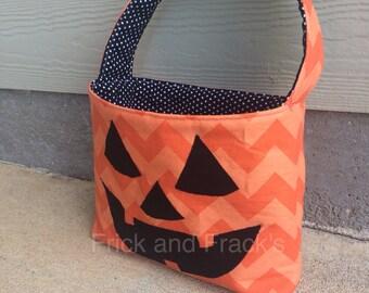 Chevron Jack-O-Lantern Fabric Basket, Halloween Bucket, Halloween Bag, Trck or Treat Bag, Trick or Treat Bucket, Pumpkin Bucket, Pumpkin Bag