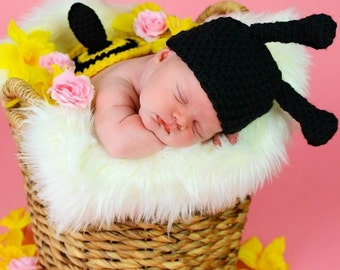 Bumblebee hat with bumblebee butt, photography prop,0 to 3 months and crochet hat