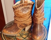 Dingo Twisted Sister new leather boot pyrographed henna boots Size 6 boot art mehndi boots