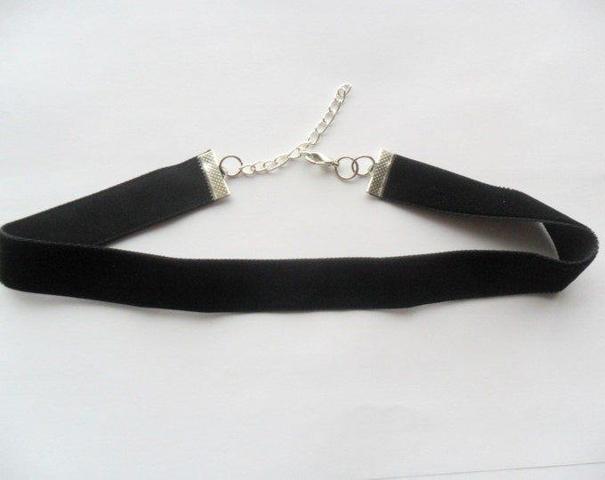 "Velvet choker necklace with a width of 5/8"" black Ribbon Choker Necklace (pick your neck size)"