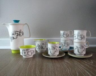 13 Piece Crown Devon Fieldings Tea Set