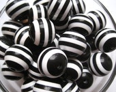 Black and White Striped Beads, 10 pcs, 20mm Gumball Beads, Bubblegum Bead, Acrylic Bead, Plastic Bead, Necklace Bead, Round Bead