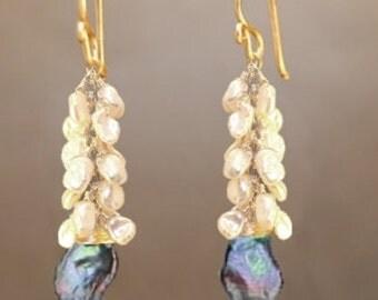 Clusters of ivory pearls black peacock keshi pearls Princess 212