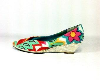 20 SALE -- Tropical Floral Espadrilles 10 - Slip On Wedge Heels 10 - New Wave Pumps 10