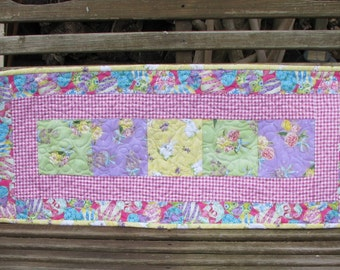 Table Runner - Welcome Spring - Easter Quilted Table Runner 2