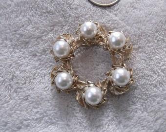Vintage Pin-Romantic Goldtoned Faux Pearl Wreath- P2104