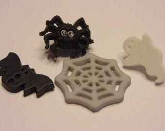 4 piece ghost, bat, spider button mix, 18-25 mm (45)