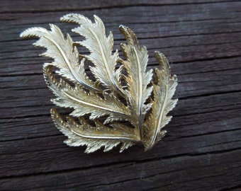 Vintage Gold Tone Brooch, Leaves and Branch Design, Excellent Condition