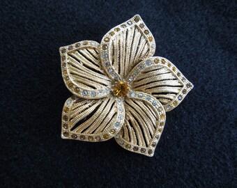 Vintage Flower Brooch.  Gold Tone With Rhinestones.  Beautiful Item.