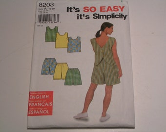 Simplicity Pattern 8203 Miss Top Shorts