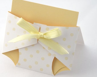 8 Polka Dot Diaper Place Cards in Yellow and White