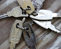 Clearance Lot of 7 vintage mid-century silver metal keys for crafting altered art jewelry 2""