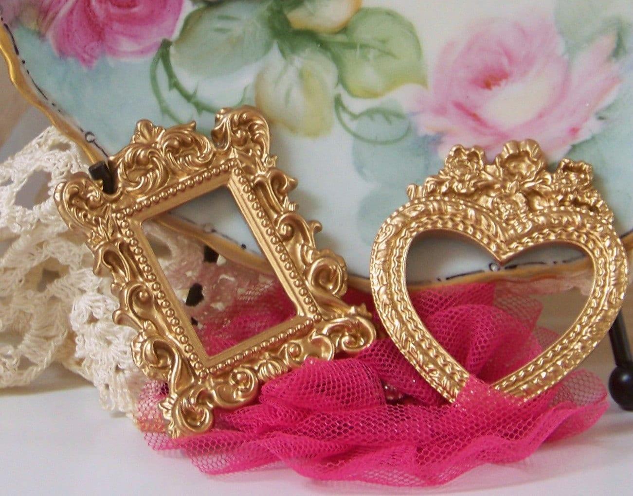 mini gold toned frames heart shaped frame victorian frames. Black Bedroom Furniture Sets. Home Design Ideas