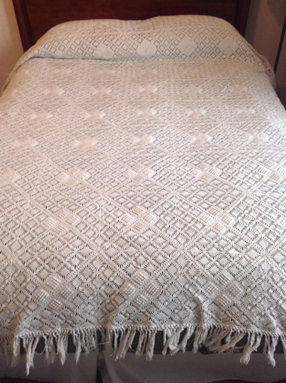 Crochet Patterns Queen Size Bed : ... cream off-white cottage king queen sized bed quilt blanket textile