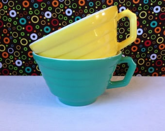 Hazel Atlas - Moderntone - Platonite - Cups - Fired-On - Green and Yellow - Set of Two