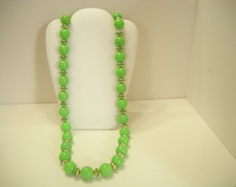 """Vintage 28"""" Lime Green Beaded Necklace (9006) 16mm"""