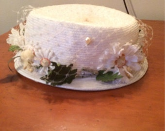 Vintage hat with daisies and netting