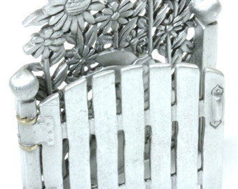 Darling Pewter Peter Rabbit Fence Flowers Brooch Pin