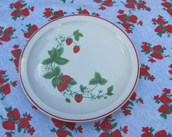 """Vintage Ming Pao Strawberry Pattern Large 12"""" Chop Plate"""