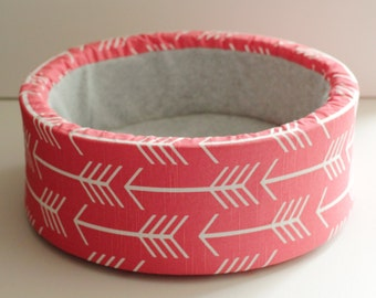 "12"" Self Warming Cat Bed in Coral Arrow Print"