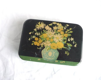 Vintage sweet tin - vintage Cadbury tin -  vintage tin with hinged lid - vintage chocolate tin - English sweet tin - 1950s floral tin