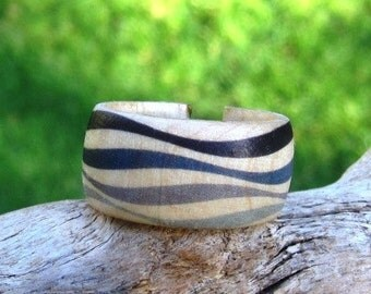 Bridget Riley Grey Waves - adjustable wood ring
