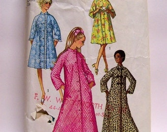 Vintage Simplicity Sewing Pattern 9074 Misses' Robe in Two Lenghts Size 16