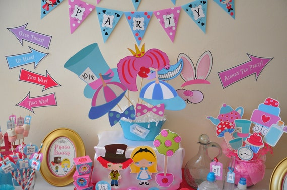 Alice In Wonderland Birthday Cake Decorations