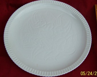 Syracuse China Shelledge  Dinner Plate Embossed Floral Pattern.