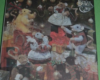 Simplicity 8990 Holiday Mice and Mice Clothes  Sewing Pattern - UNCUT -