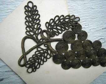 Antique Metallic Applique Grape Motiff on Original Paper (Ref A-2927 Box 1)