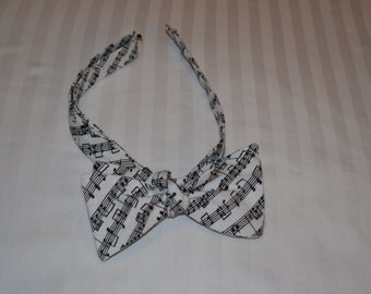 Music Notes Patterened Bow Tie