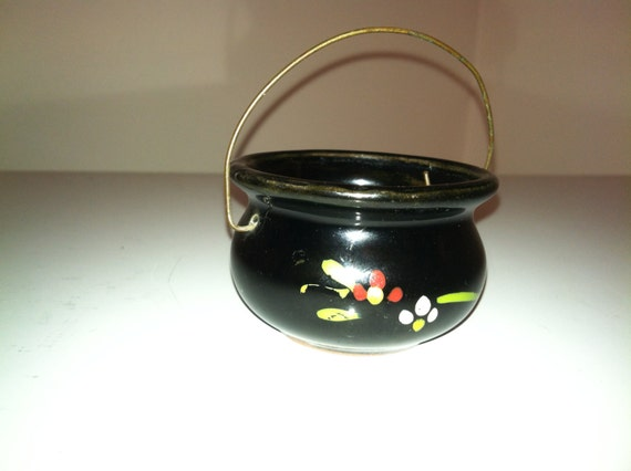 """Vintage """"Acme"""" Made In Japan Pottery Small Bowl With Wire Handle 1950's - Black With Floral Design - Jewelry Trinket Dish - Vintage Pottery"""