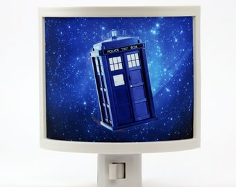 Dr Who Tardis Night Light geeky gifts under 20 doctor who fans Police Call Box science fiction BBC sonic screwdriver dalek nerdy scifi geek