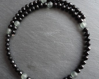 Necklace clear black