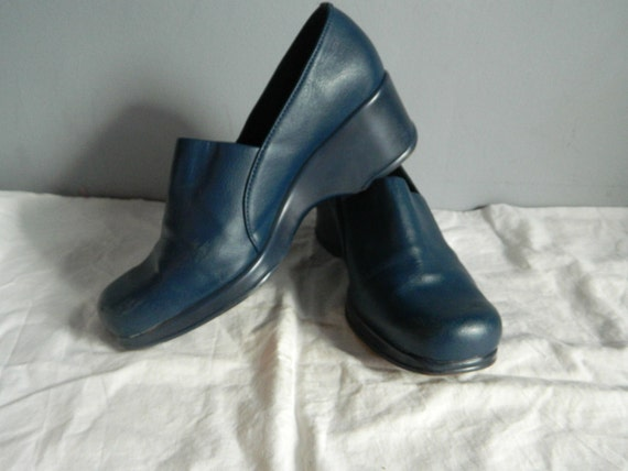 funky blue vintage wedge shoes size 7 by queseravintage on